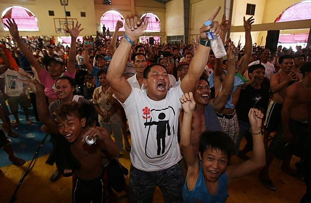Crowds erupt in celebration at public viewing sites as Manny Pacquiao ...
