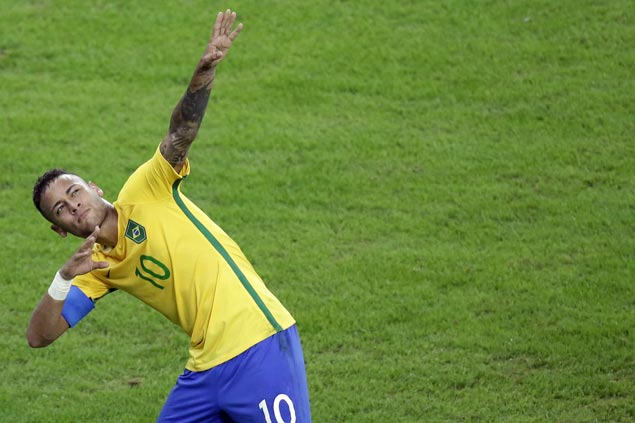 Neymar demonstrates maturity, steps down from captain's title