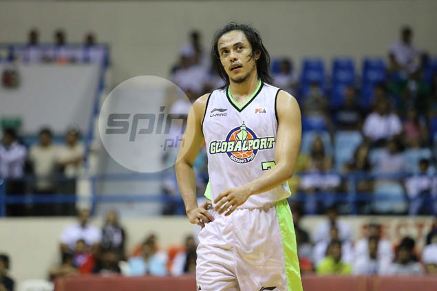 Ejected from game, Romeo fined P20,000 for throwing the ball at Blackwater's Bill Walker