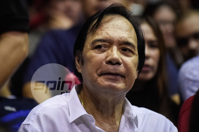 Ginebra's magical night began with the arrival of PBA legend Robert Jaworski.