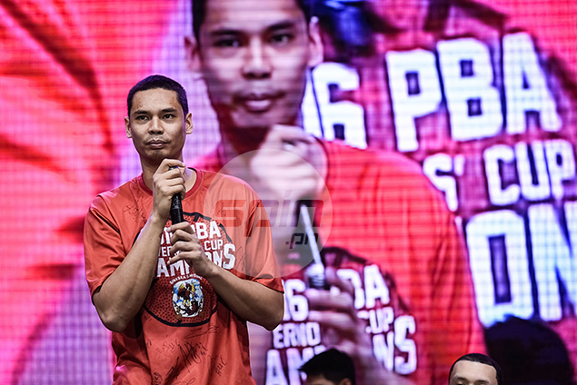 Ginebra big man Japeth Aguilar thanks the fans.