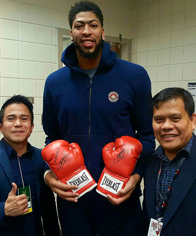 Manny Pacquiao reciprocates Anthony Davis gesture with signed boxing gloves