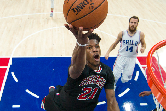 Butler, Wade star as Bulls score wire-to-wire win over Embiid-less