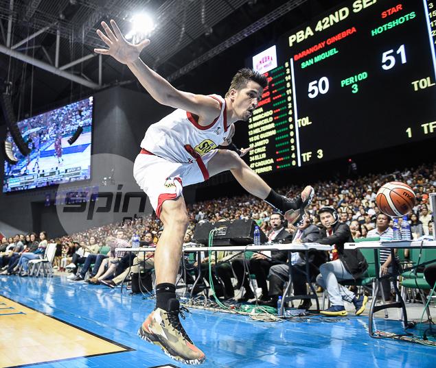 STAR BOY. Marc Pingris takes the leap.