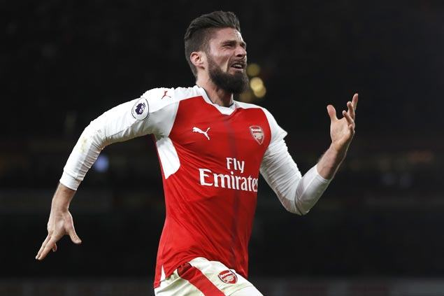 Arsenal leaves it late to beat Leicester in thrilling Premier League opening match