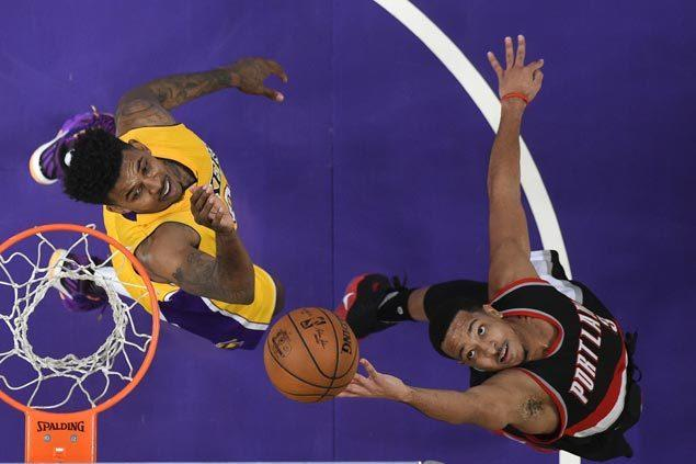 CJ McCollum, Damian Lillard lead way as Blazers win 10th in a row over Lakers
