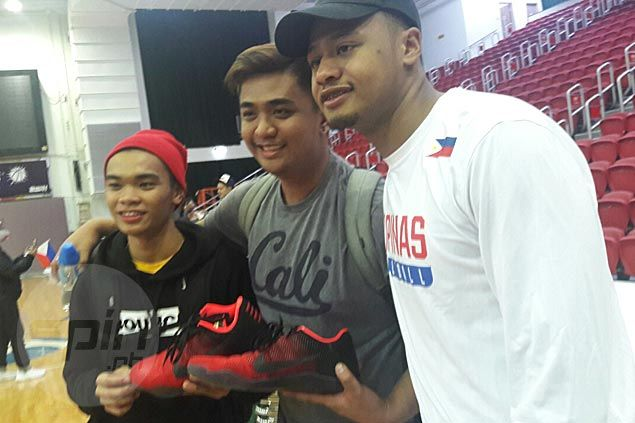 Two lucky HK-based fans get Kobe 11s as souvenirs from Alab star Ray Parks Jr.