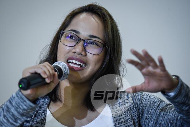 Hidilyn Diaz, Josephine Medina lead runners in Manila leg of SEA Games baton run