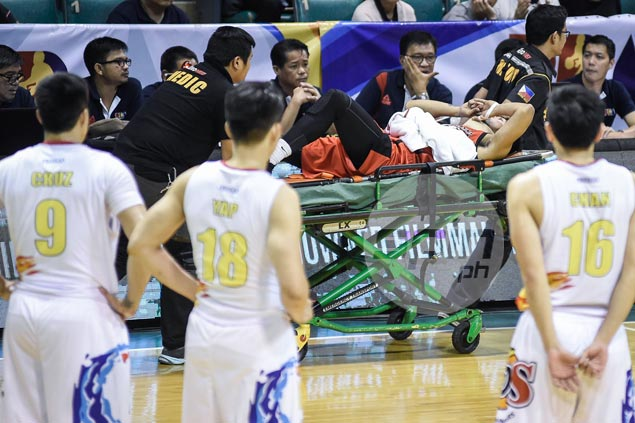 Alaska's Jaypee Mendoza cleared of any major injuries by doctor after scary fall