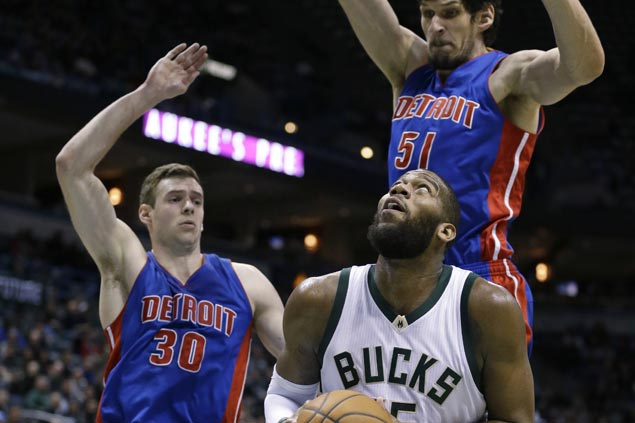 Beasley, Monroe, power Bucks over Pistons, 102-89
