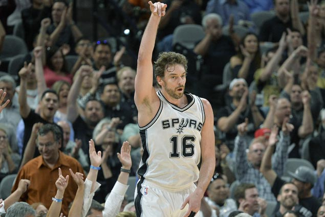 It's official: Pau Gasol inks three-year contract with San Antonio Spurs