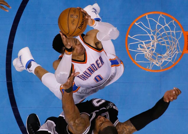 Leonard scores 27, Spurs rally to top Thunder 100-95