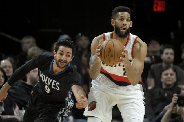 Crabbe catches fire in the fourth as Blazers stun Timberwolves to tighten grip on West 8th seed