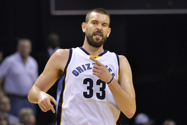 Marc Gasol hits game winner as Grizzlies overcome Spurs in overtime to level series
