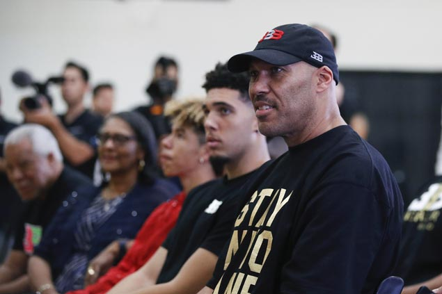 WWE Actually Gave LaVar Ball A Live Television Microphone On Raw