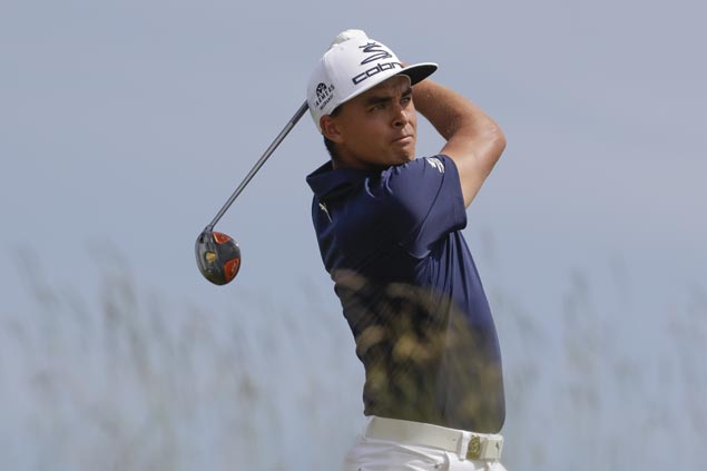 Rickie Fowler gains share of lead with Patrick Rodgers, Patton Kizzire in Mexico