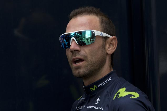 Valverde breaks kneecap after Tour de France crash