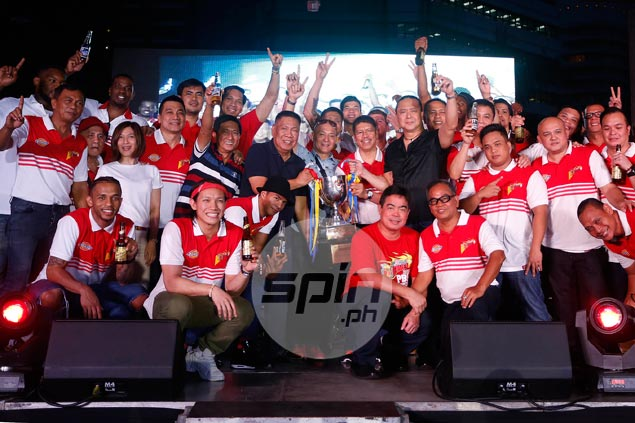 Lassiter still good to the last drop as San Miguel celebrates PBA title with fans
