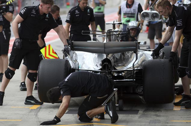 Lewis Hamilton hit with five-place grid penalty for gearbox change