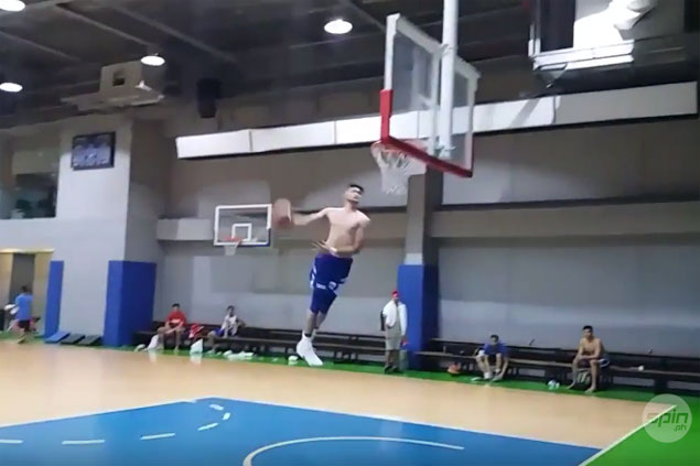 Kobe Paras' off-the-wall dunk after Gilas practice is off the charts. WATCH