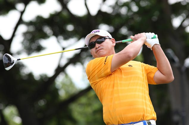 Angelo Que hits two eagles on the way to PGT record 12-stroke victory at Malarayat