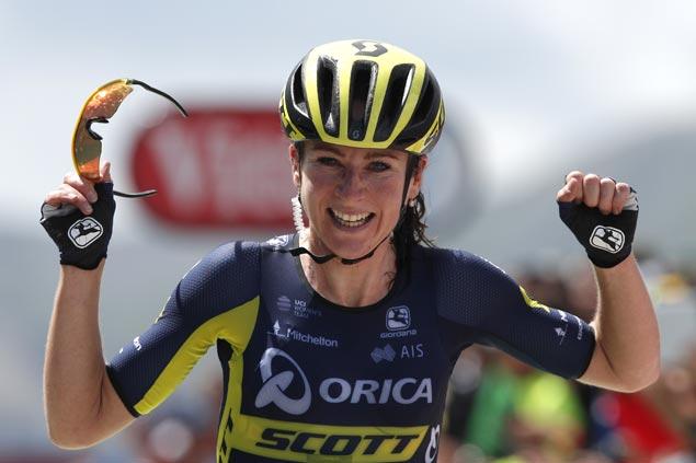 Annemiek Van Vleuten holds on to victory in La Course