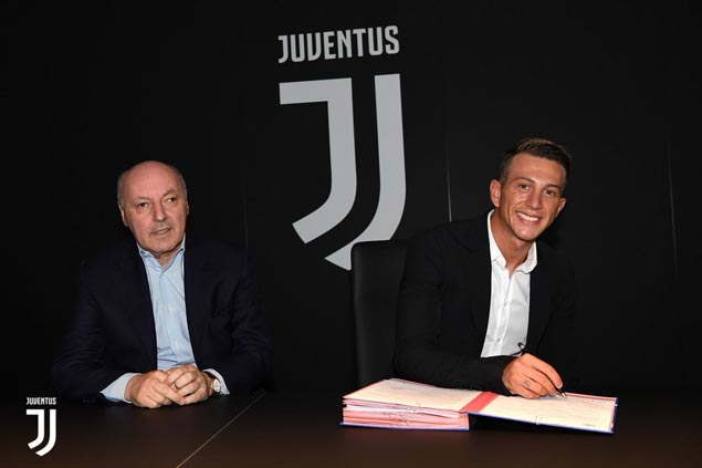 Juventus signs Italy winger Federico Bernardeschi to US$40 million contract