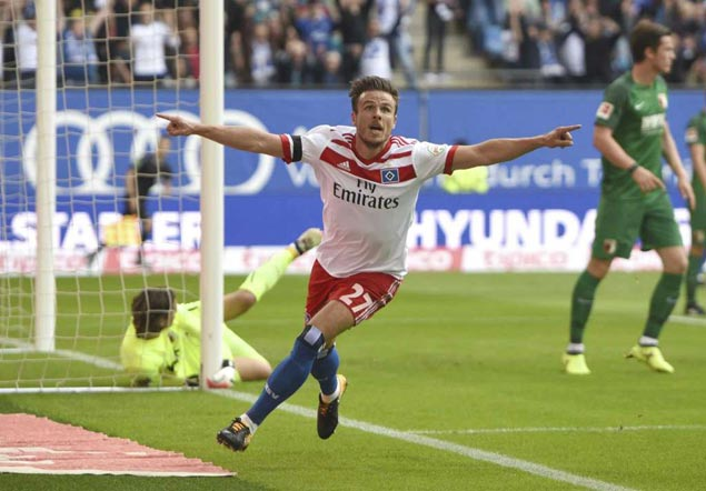 Hamburg's Mueller out 6 months after costly goal celebration