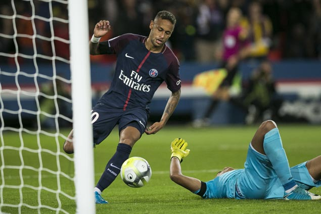 Neymar scores twice in home debut, has role in four other goals as PSG rips Toulouse