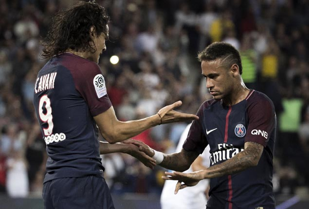 Cavani outshines Neymar as PSG win again