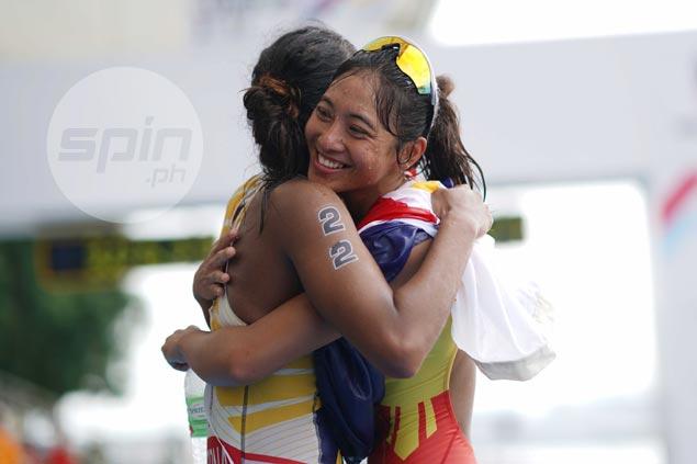 Sacrifices all worth it for SEA Games triathlon queen Kim Mangrobang. WATCH