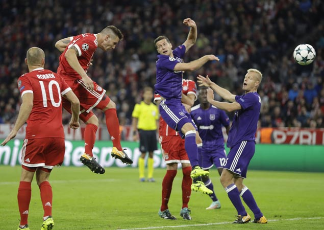 Bayern opens Champions League campaign with rout of 10-man Anderlecht