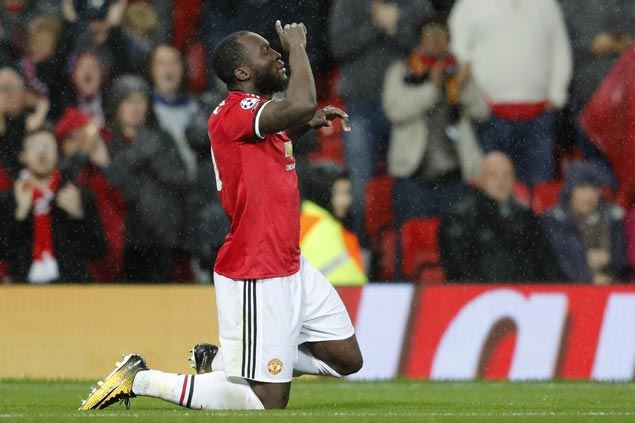 Romelu Lukaku continues fine play as Manchester United beats Basel but Paul Pogba hobbles off