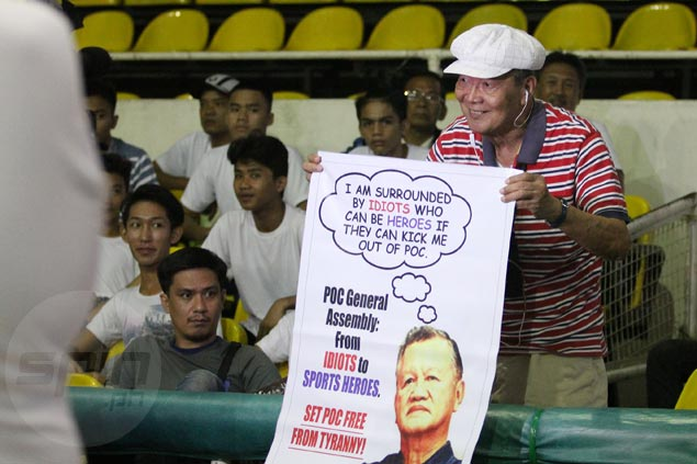 A hundred protesters led by former PSC chief Perry Mequi call on Peping Cojuangco to resign