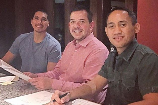 Sonny Thoss, Jvee Casio sign new contracts with Alaska Aces