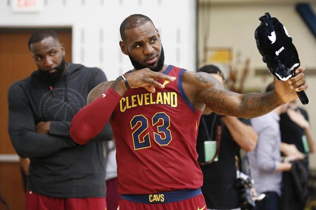 908f819e592 LeBron James raves on possible reunion with Dwyane Wade