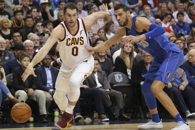 Kevin Love, Kyle Korver take charge as Cavaliers survive scare from Mavericks