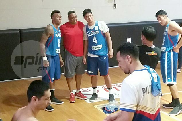 Sean Chambers drops by Gilas practice, marvels at progress of second-gen pros Ravena, Aguilar