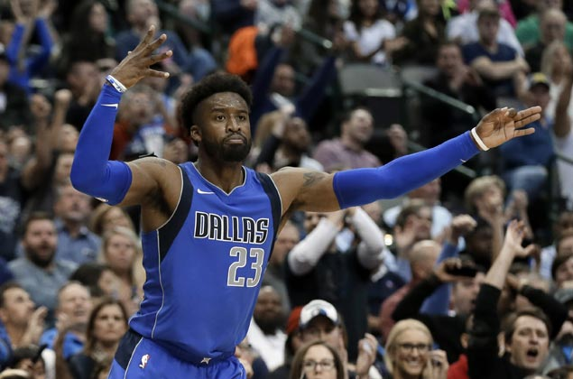 Wesley Matthews hits six of Mavs' franchise record-tying 19 triples in win over Bucks