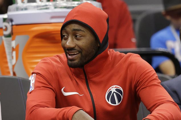 Wizards' John Wall to miss next two weeks with knee injury