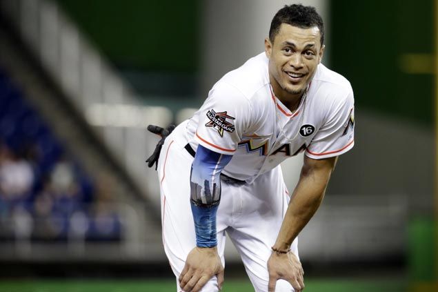 Marlins agree to trade Giancarlo Stanton to Yankees, according to source
