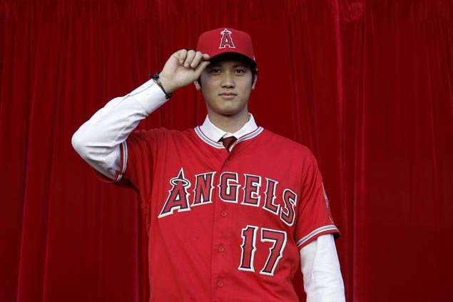 Shohei Ohtani throws one final ceremonial pitch from Sapporo Dome mound before LA Angels stint