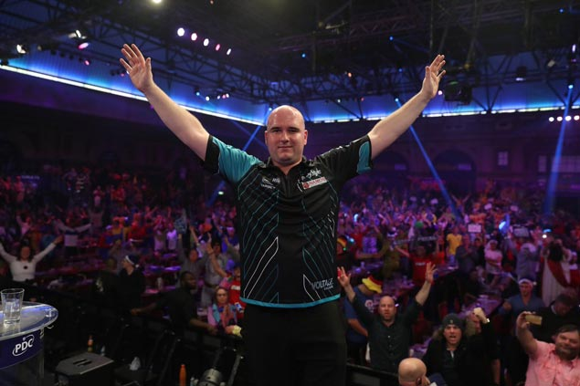Darts honour Phil Taylor following his retirement with awesome gesture