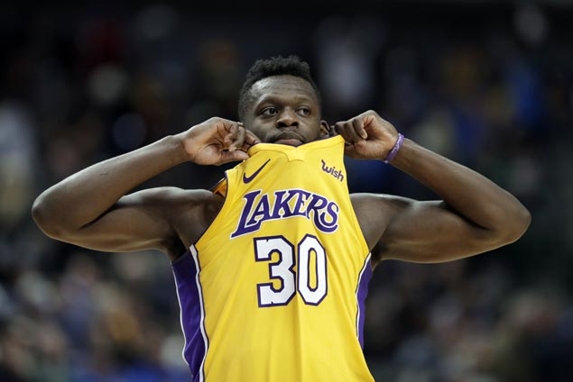 Julius Randle stars as Lakers edge Mavs in OT to extend win streak to season-best four games