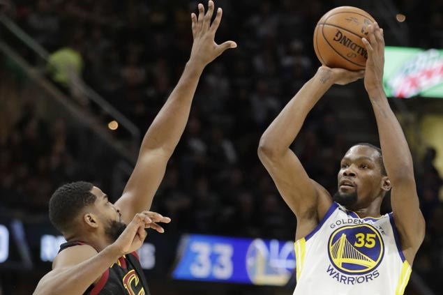 Warriors remain kings of the road after completing sweep of season series vs Cavs