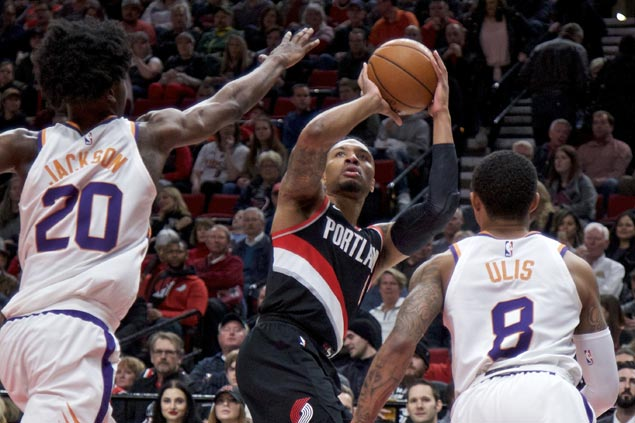 Damian Lillard stars as Blazers snap three-game skid, send Suns to third straight loss