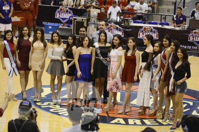 Spiker Amanda Villanueva, celebs Bianca Umali, Daiana Menezes add glitz to D-League opening