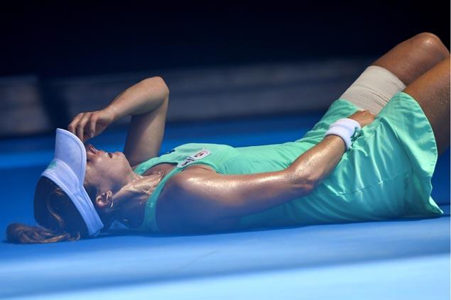 Sharapova roars into third round of Australian Open