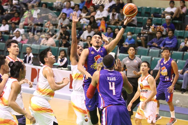 Lee, Sangalang come up clutch as Magnolia holds off Phoenix for third straight win