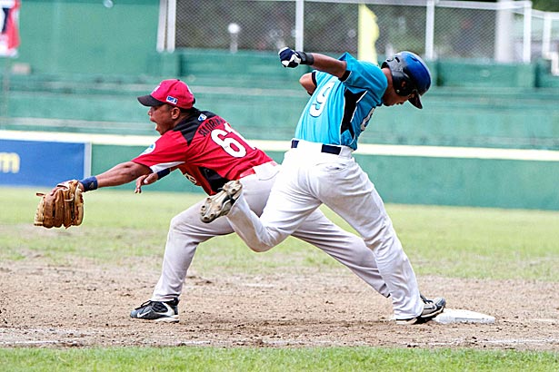 Ram Alipio of Cebu Dolphins beats the throw to first base. Photo by Jomar Galvez